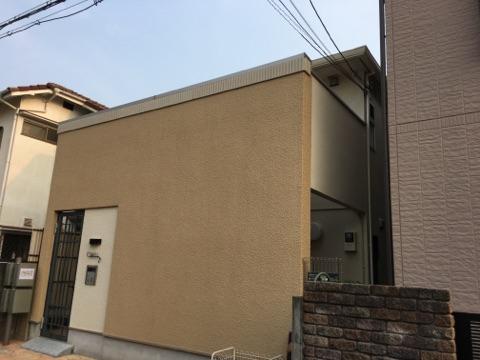 甲子園近くで4戸口集合住宅の塗装工事です。